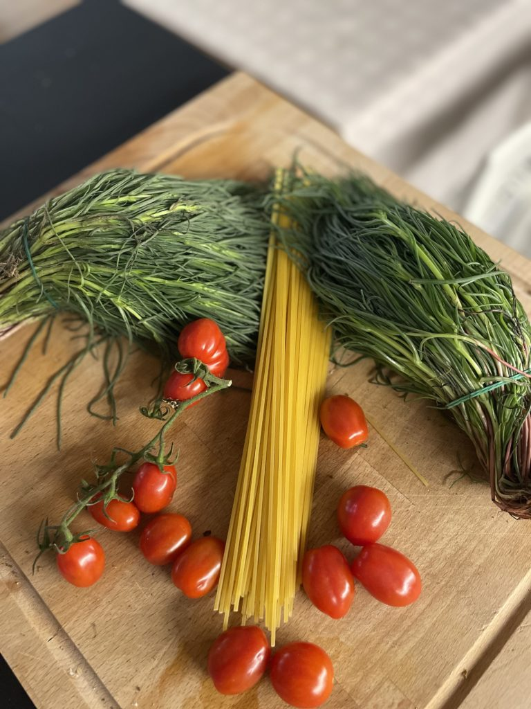 ingredienti ricetta spaghetti agretti